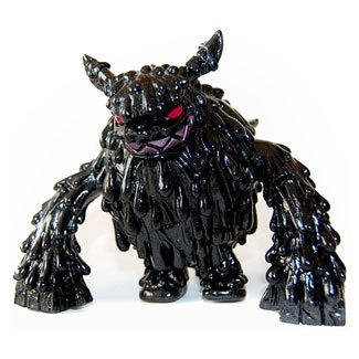 Gloss Black Magman figure by Touma, produced by Wonderwall. Front view.
