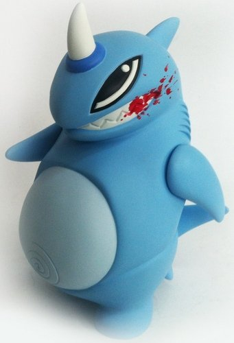 Jouwe Shark figure by Marine Ramdhani, produced by My Tummy Toys. Front view.