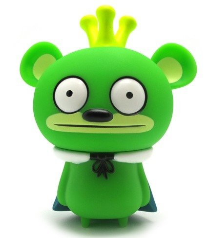 Bossy Bear Green figure by David Horvath, produced by Toy2R. Front view.