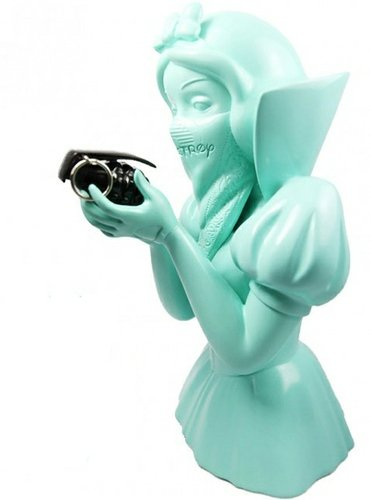 Bad Apple - Tiffany Blue, Tomenosuke Exclusive figure by Goin, produced by Mighty Jaxx. Front view.