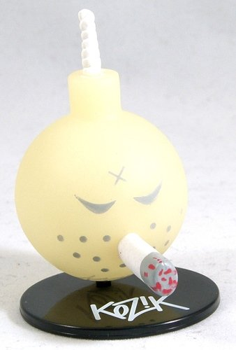 GID Bomb figure by Frank Kozik, produced by Toy2R. Front view.
