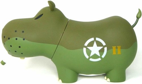 D-Day Potamus 6 figure by Frank Kozik, produced by Toy2R. Front view.