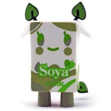 Soya figure by Simone Legno (Tokidoki), produced by Strangeco. Front view.