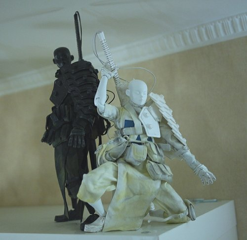 Shogun Shadow And Light Set figure by Ashley Wood, produced by Threea. Front view.