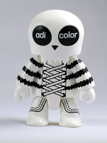 Adi Color figure by Toy2R, produced by Toy2R. Front view.