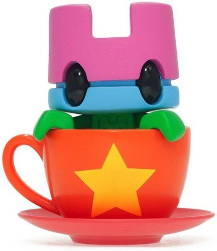 Mini Tea - Star Cup  figure by Matt Jones (Lunartik), produced by Lunartik Ltd. Front view.
