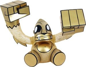 Smash - Goldie, Newbury Comics Exclusive figure by Joe Ledbetter, produced by Toy2R. Front view.