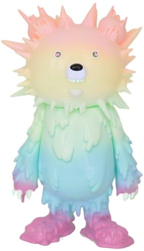 Inc Bear - Pastel Rainbow figure by Hiroto Ohkubo, produced by Instinctoy. Front view.