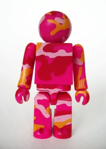 Warhol Pinkland - DPM Identifier figure by Maharishi X Andy Warhol Foundation, produced by Medicom Toy. Front view.