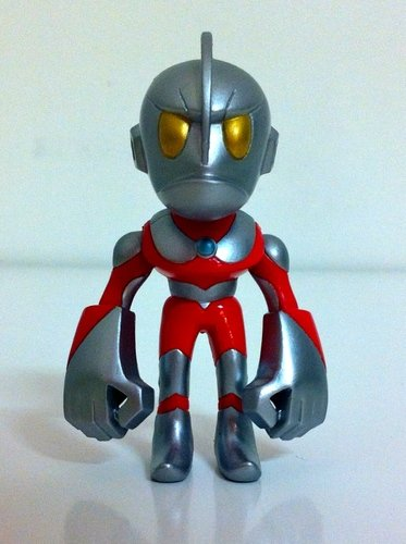 Ultraman - normal version figure by Touma, produced by Bandai. Front view.