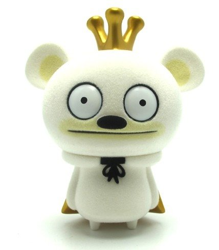 Bossy Bear - King Bossy - White Flocked Edition figure by David Horvath, produced by Toy2R. Front view.