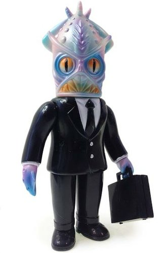 Mr. Halliburton figure by Frank Kozik, produced by Intheyellow. Front view.