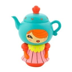 Cuppa T figure by Yota Sampasneethumrong, produced by Momiji. Front view.
