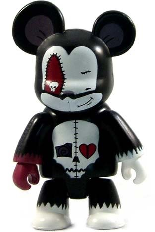 Deady Smirk figure by Voltaire, produced by Toy2R. Front view.