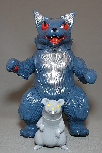 King Negora Blue figure by Mark Nagata, produced by Max Toy Co.. Front view.
