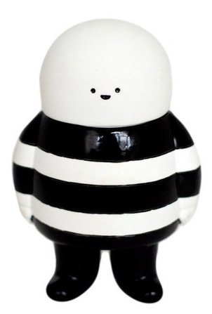 GhostB figure by Bubi Au Yeung, produced by Crazylabel. Front view.