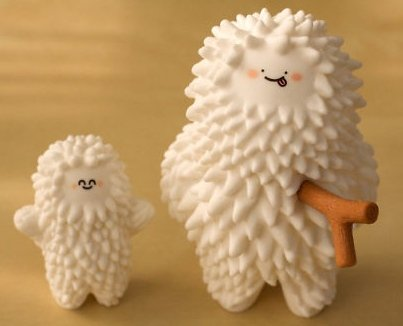 Birthday Treeson figure by Bubi Au Yeung, produced by Crazylabel. Front view.