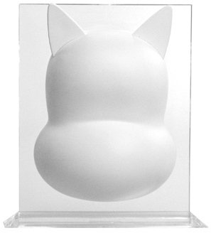 OMI DIY Cat figure, produced by Munky King. Front view.