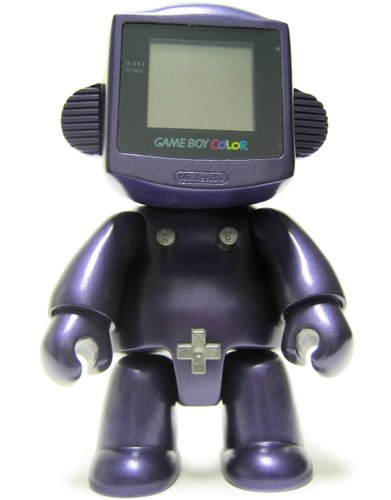 Gameboy Girl figure by Jeremy Gibbs. Front view.