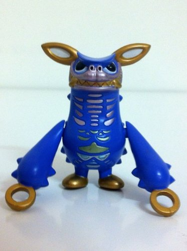 Gyango - purple version figure by Touma, produced by Bandai. Front view.