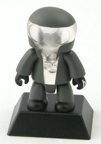 T figure by Semper Fi, produced by Toy2R. Front view.