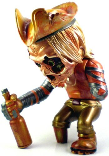Skull Captain - Ye Golden Swig FHP  figure by Pushead, produced by Secret Base. Front view.