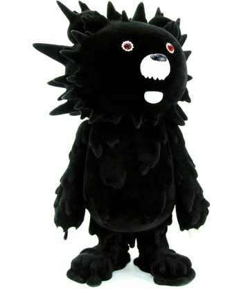 Black Flocked Inc Bear figure by Hiroto Ohkubo, produced by Instinctoy. Front view.