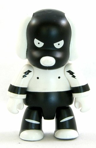 Qeezer Dog BW figure by Nic Brand, produced by Toy2R. Front view.