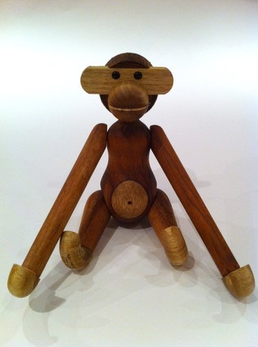 Wooden Monkey figure by Kay Bojesen, produced by Rosendahl. Front view.