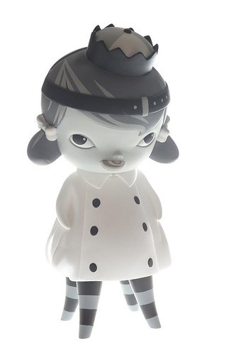 Mono Hazel figure by Kathie Olivas, produced by Mindstyle. Front view.