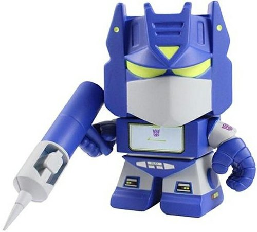 Soundwave figure by Les Schettkoe, produced by The Loyal Subjects. Front view.