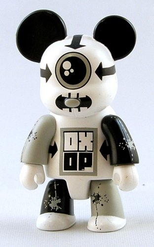 CY Bear Mono figure by Haze Xxl, produced by Toy2R. Front view.