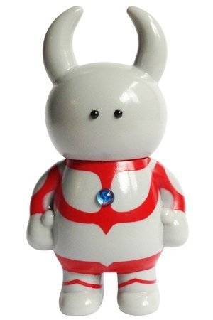 Ultraman Uamou figure by Ayako Takagi, produced by Uamou. Front view.