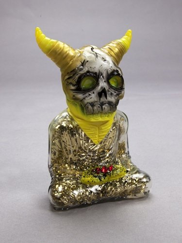 ALAVAKA - Silver and Gold figure by Toby Dutkiewicz, produced by DevilS Head Productions. Front view.