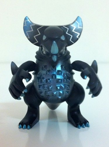 Gomora - black version figure by Touma, produced by Bandai. Front view.