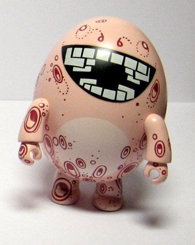 Eggtopus figure by Nicholas Di Genova, produced by Toy2R. Front view.