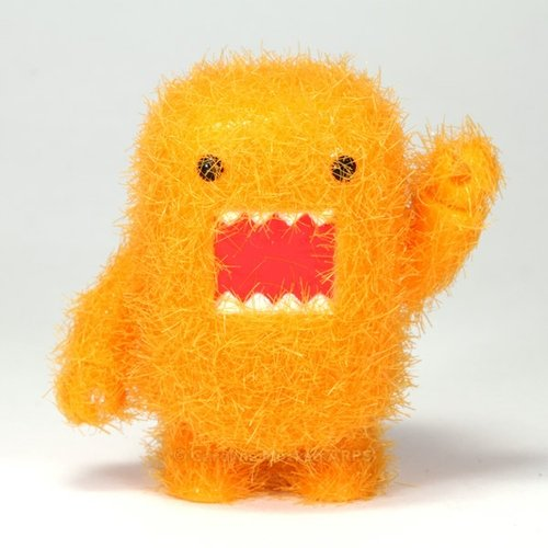 Fuzzy Orange Domo Qee figure by Dark Horse Comics, produced by Toy2R. Front view.