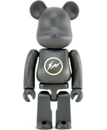 Fragmentdesign - Artist Be@rbrick S20  figure by Hiroshi Fujiwara, produced by Medicom Toy. Front view.