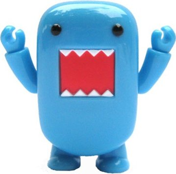 Blue Domo Qee figure by Dark Horse Comics, produced by Toy2R. Front view.