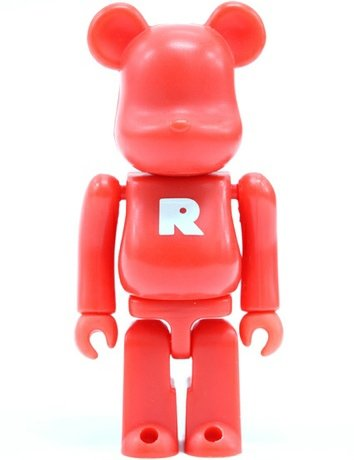 Basic Be@rbrick Series 3 - R figure, produced by Medicom Toy. Front view.