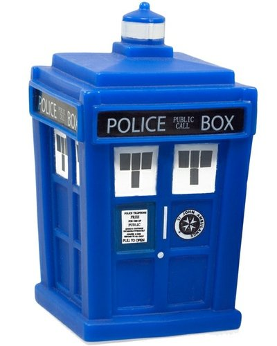 Tardis figure by Matt Jones (Lunartik), produced by Titan Merchandise. Front view.
