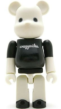 Crazysmiles Be@rbrick (White) 100% - ToyCon 1  figure by Michael Lau, produced by Medicom Toy. Front view.