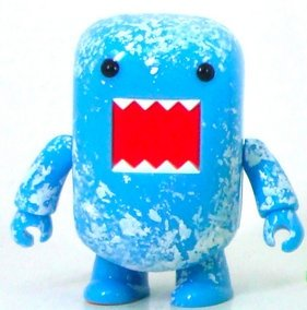 Ice Frost Domo figure by Dark Horse Comics, produced by Toy2R. Front view.