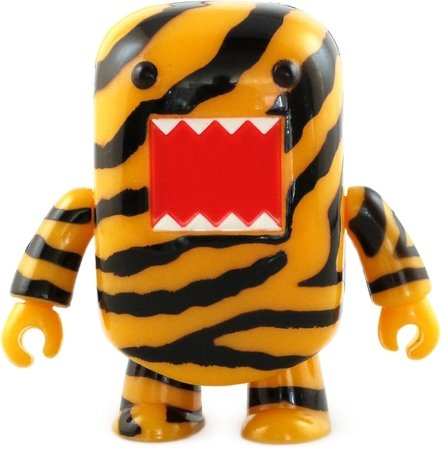 Tiger Domo Qee figure by Dark Horse Comics, produced by Toy2R. Front view.