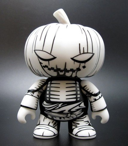 Samurai Pumpkin figure by Jon-Paul Kaiser, produced by Toy2R. Front view.