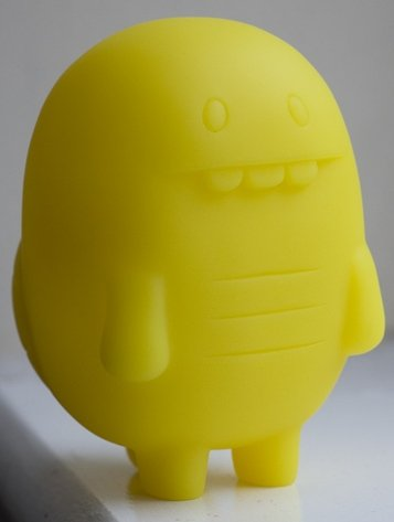 Turtle - Yellow GID DIY  figure by David Horvath, produced by Toy2R. Front view.