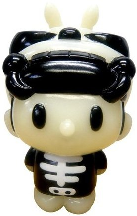 Skullbeetan Paradise Exclusive figure by Convex, produced by Secretbase. Front view.