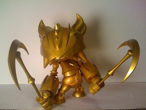 Goldorus Gold figure by Mist, produced by Bonustoyz. Front view.
