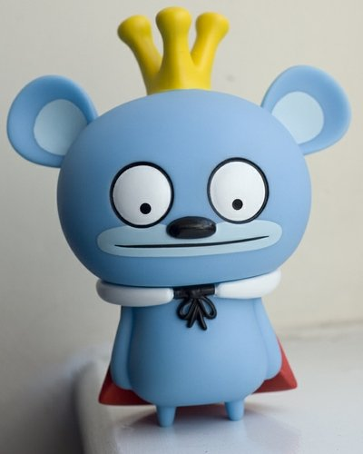 Bossy Bear (6 oclock eyes) figure by David Horvath, produced by Toy2R. Front view.