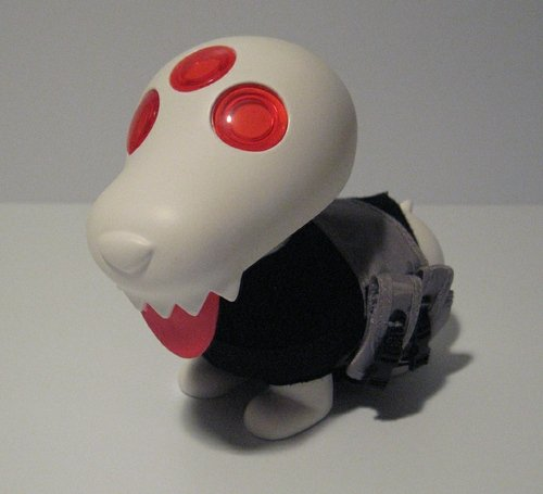 Gohst figure by Ferg, produced by Playge. Front view.